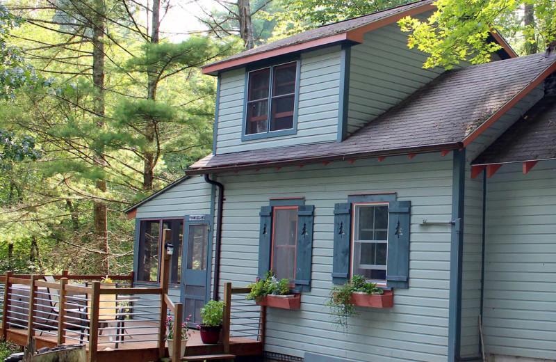 Cabin exterior at Sylvania Tree Farm, Country Lodging.