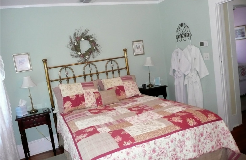Guest bedroom at Inn Shepard's Park Bed and Breakfast.