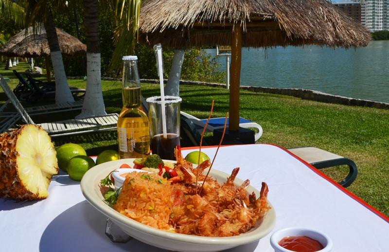 Dining at Best Western Cancun Clipper Club.