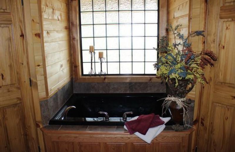 Guest hot tub at Saddleback Lodge.