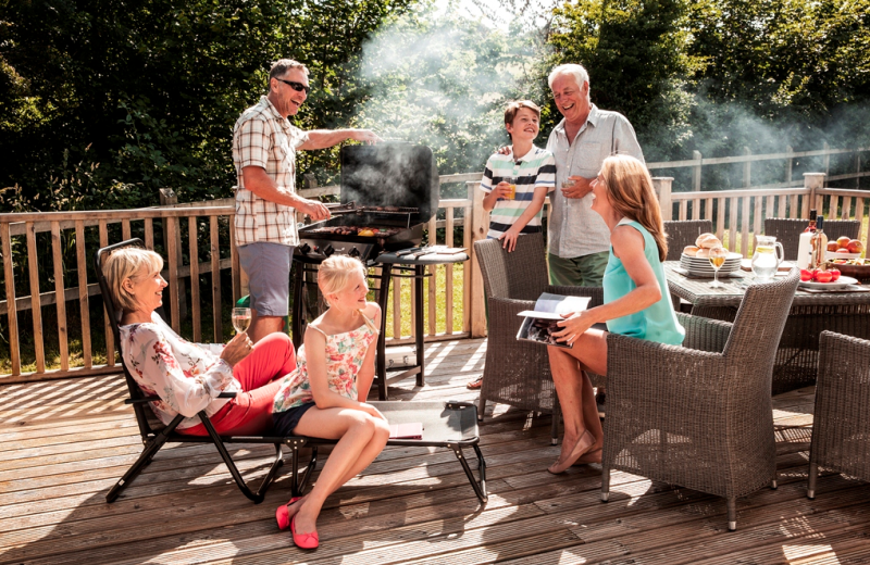 Natural Retreats Trewhiddle: Family BBQ on the patio.