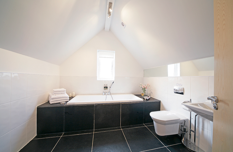 Natural Retreats Trewhiddle: well-appointed bathrooms.