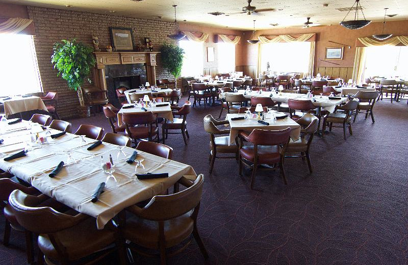 Dining at Lakeview Hills Golf Resort.