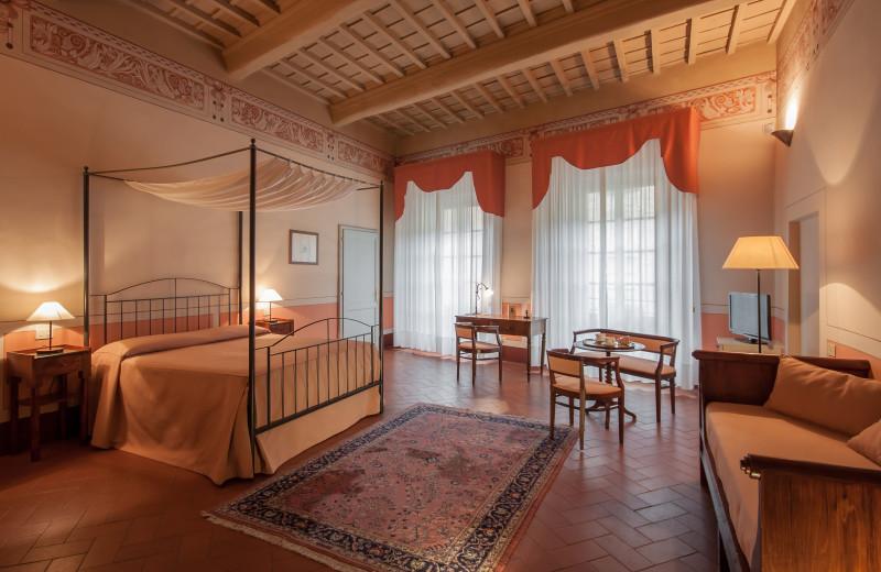 Guest room at Hotel l'Antico Pozzo.