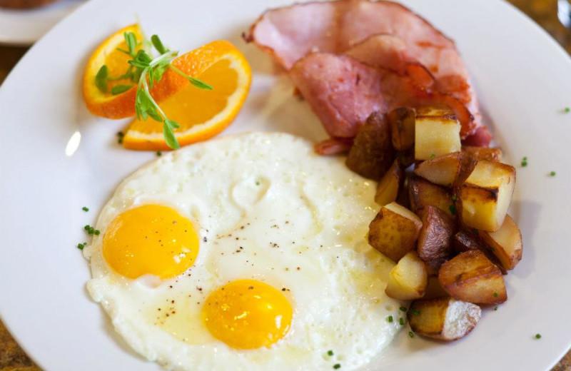 Breakfast at Wyoming Inn of Jackson Hole.