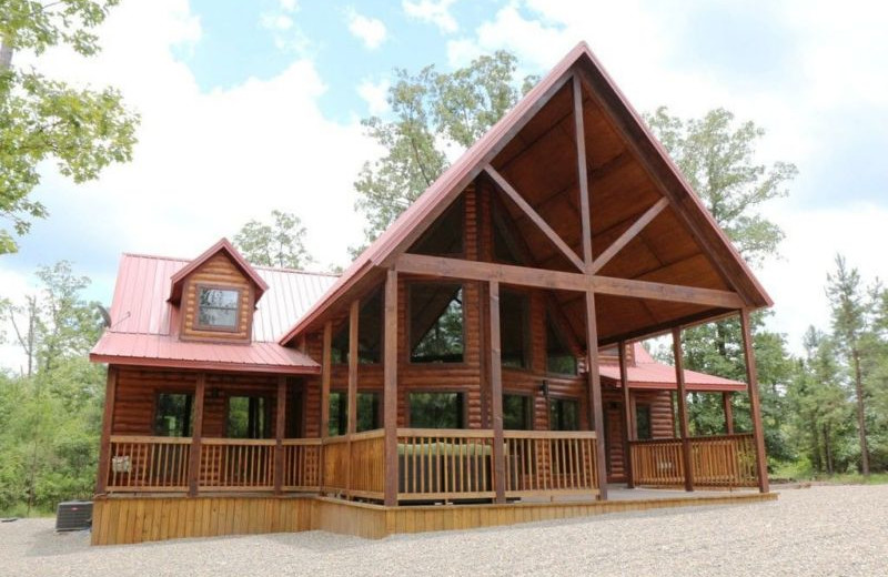 Rental exterior at Broken Bow Cabin Lodging.