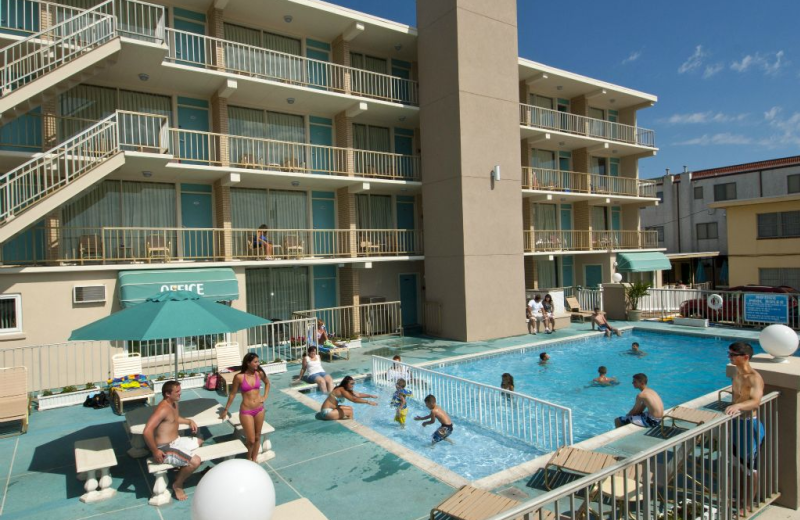 Outdoor pool at Aquarius Motor Inn.