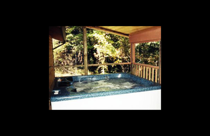 Cabin hot tub at Hummingbird Hill Cabin Rentals.