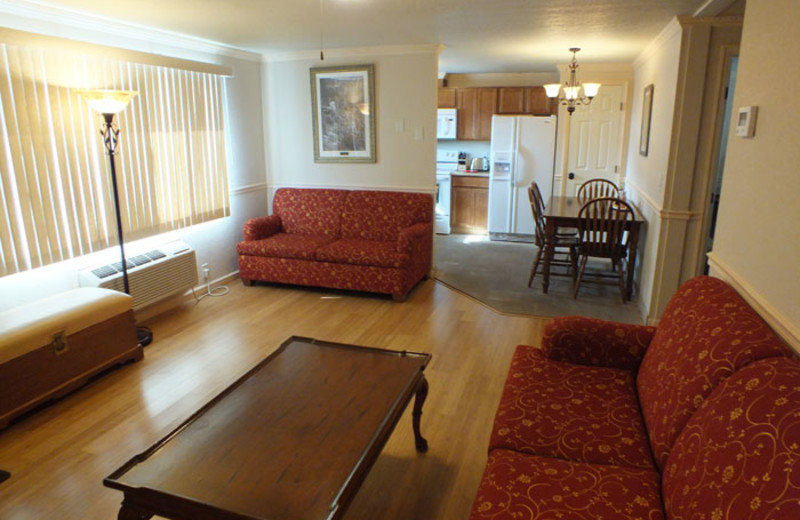 Cottage living room at Yellowstone Gateway Inn.