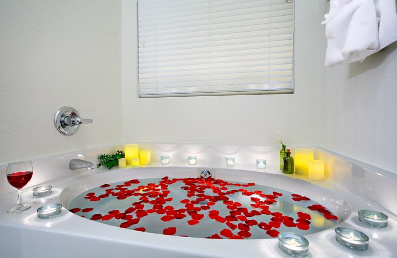 Rental bath tub at Arizona Vacation Rentals.