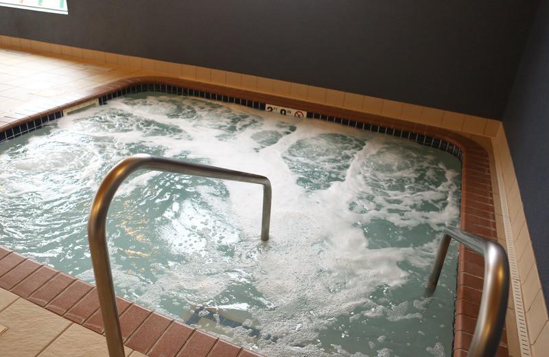 Hot tub at GrandStay Perham.