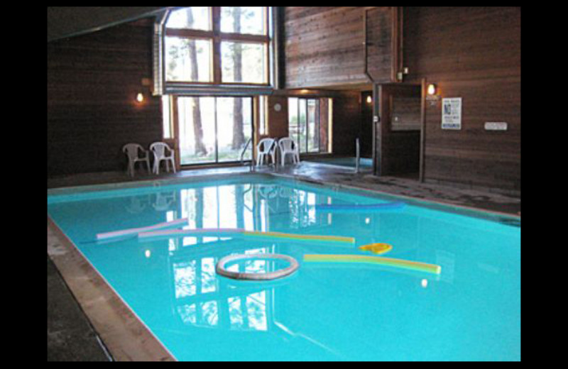 Vacation rental pool at Mammoth Property Reservations.