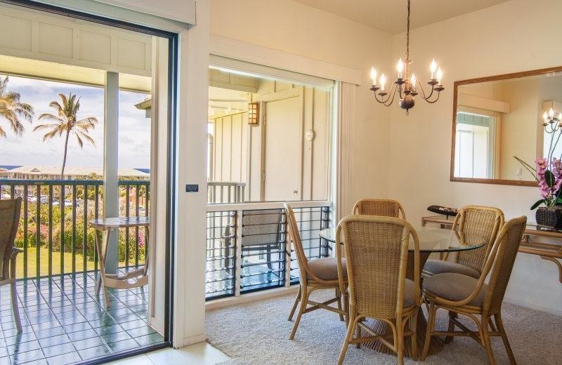 Vacation rental dining room at Great Vacation Retreats.