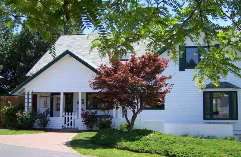 Exterior view of Pheasant Valley B & B.