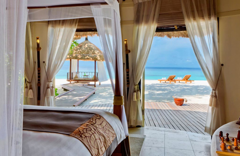 Guest room at Banyan Tree Maldives Vabbinfaru.