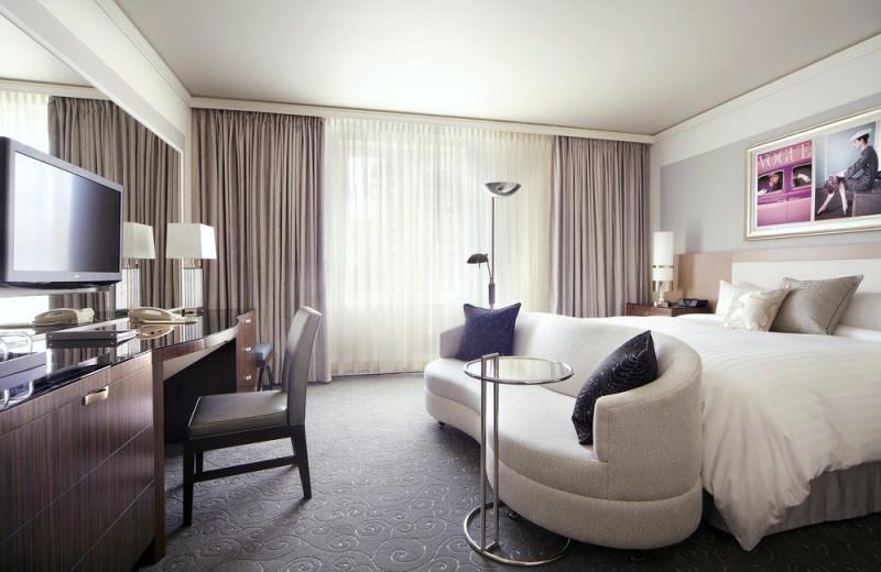 Guest room at Loews Hôtel Vogue.