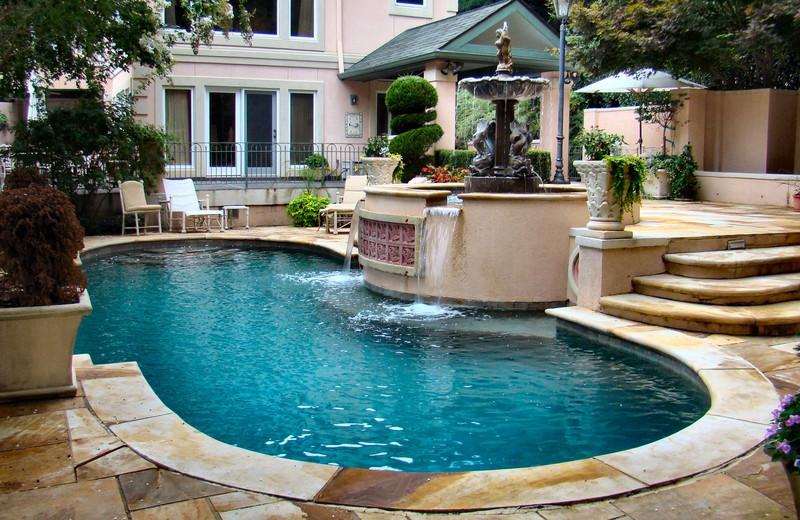 Rental Pool At Lake Country Vacation Rentals.