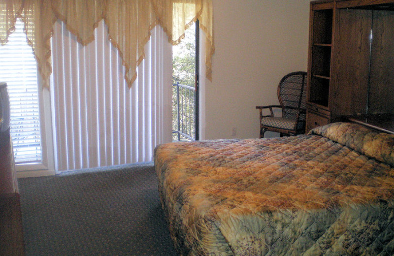 Guest room at East Pines at Alpine Bay.