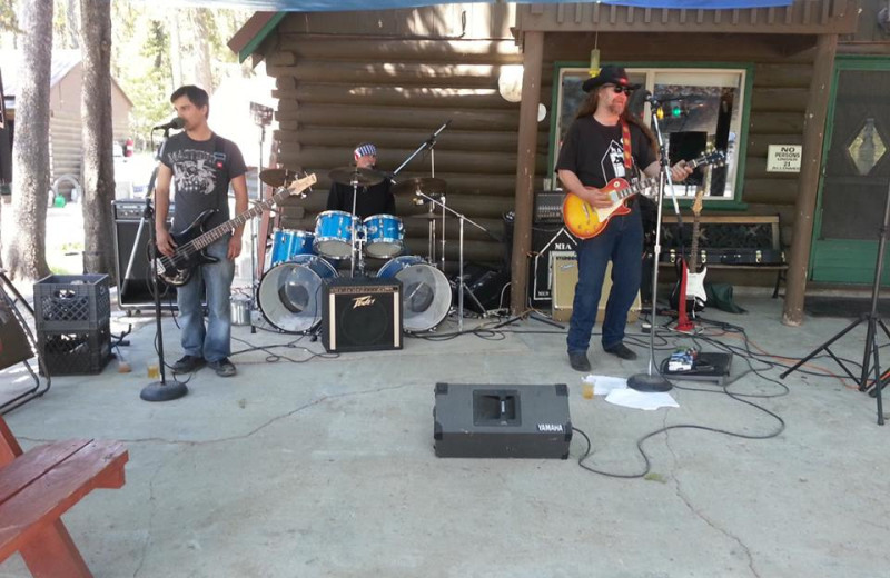 Live music at North Shore Lodge & Resort.