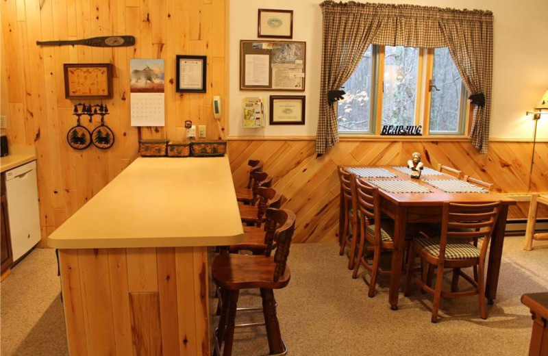 Vacation rental dining and kitchen at Big Powderhorn Lodging.