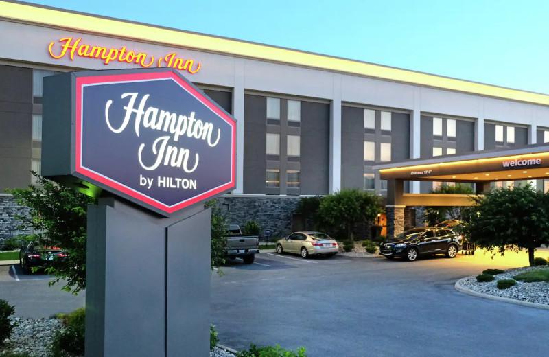 Exterior view of Hampton Inn Lima Ohio.