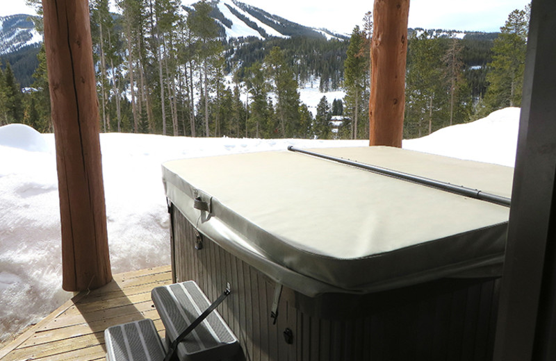Rental hot tub at Antlers 401