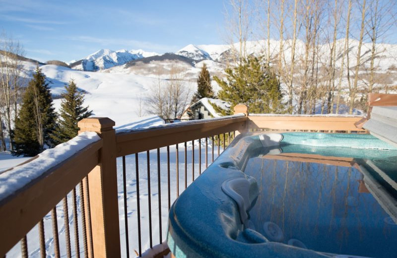 Rental hot tub at Alpine Getaways.