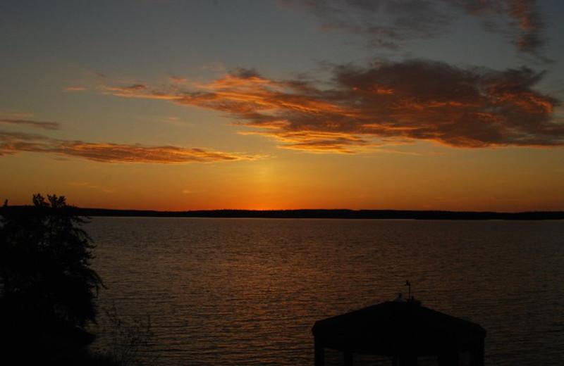 The Lake at Sydney Lake Lodge