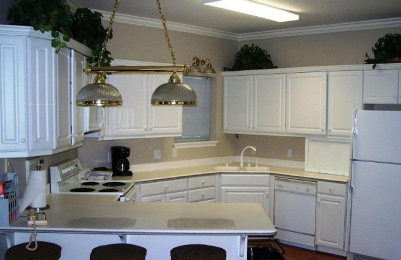 Rental kitchen at Pointe Royale.