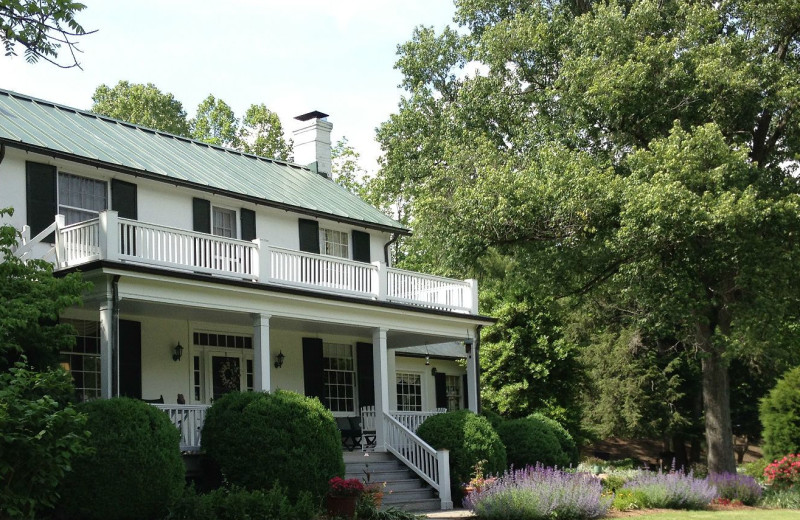 Exterior view of Inn at Monticello.