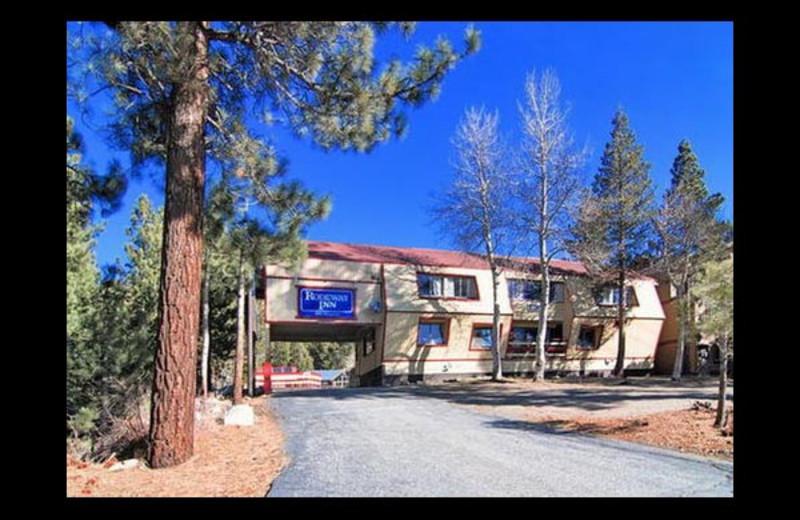 Exterior view of Econo Lodge.