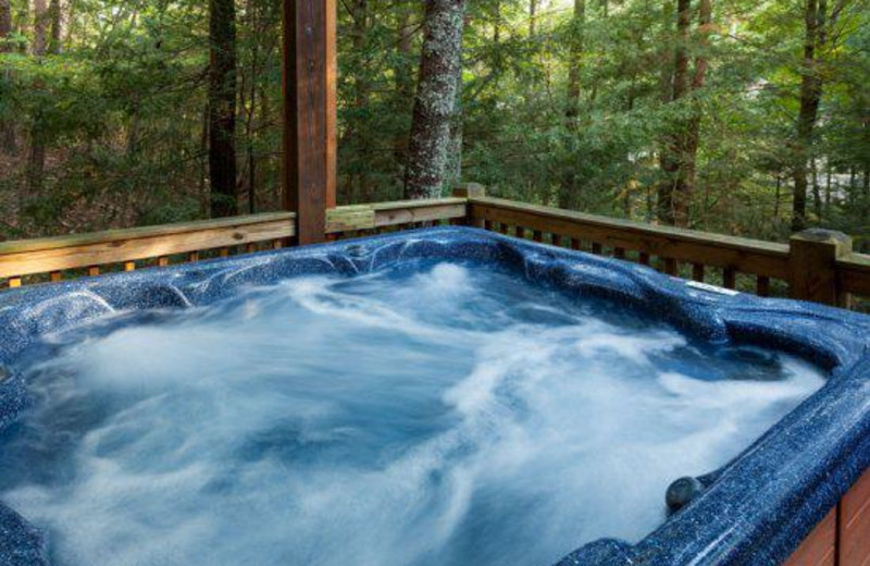 Private jacuzzi at Blue Sky Cabin Rentals.