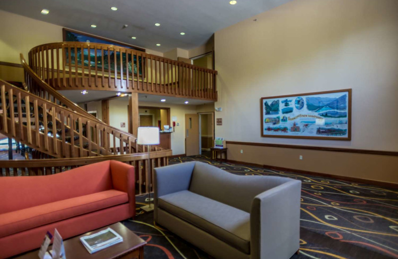 Lobby at Best Western White Mountain Inn.
