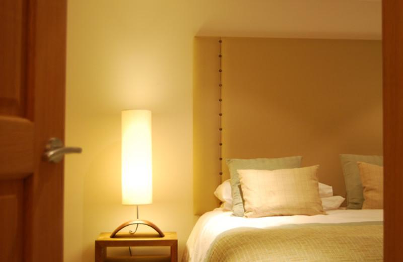 Cottage bedroom at West Highlands.