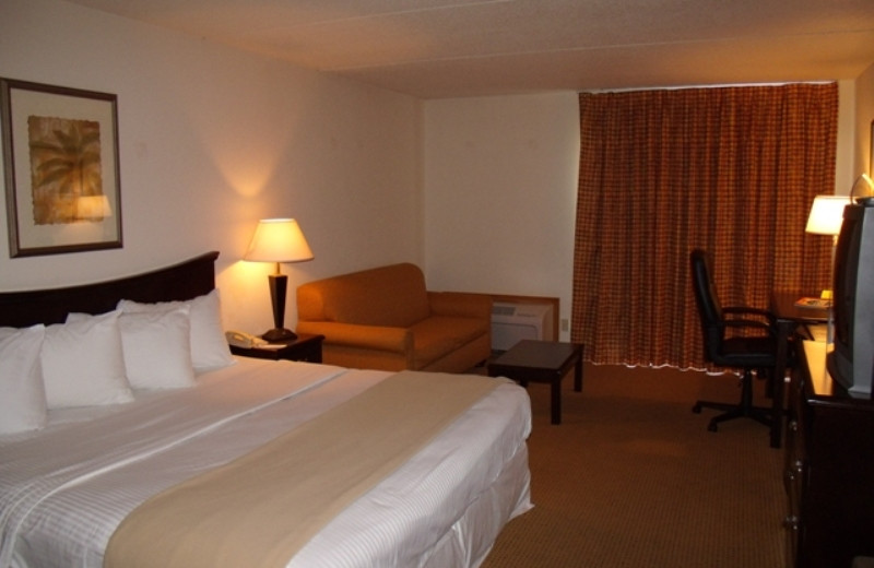 Guest room at Inn at Grand Glaize.