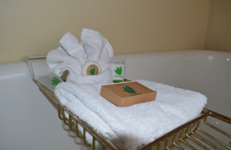 Amenities at Riverside Hot Springs Inn & Spa.