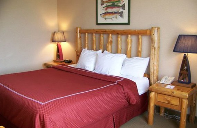 Guest room at Rapid River Lodge & Waterpark.