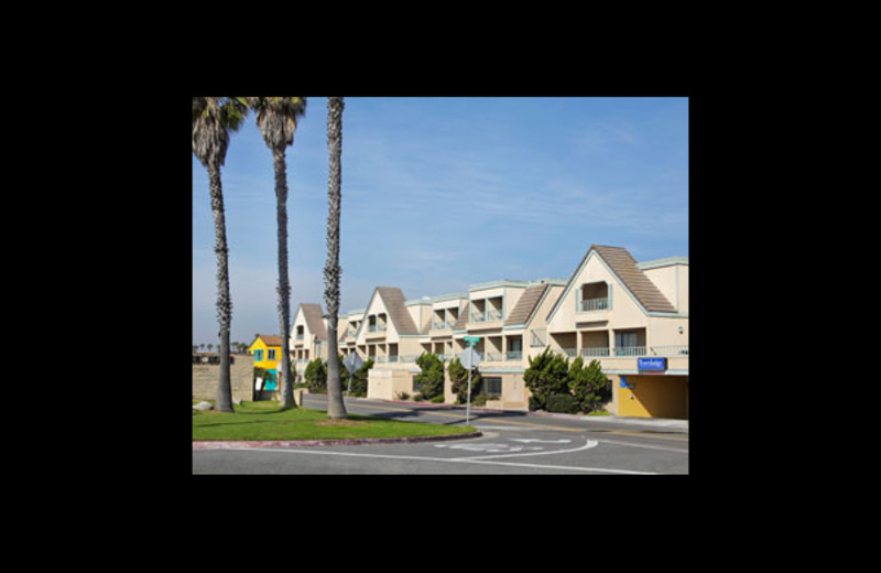 Exterior view of Travelodge Ocean Front.