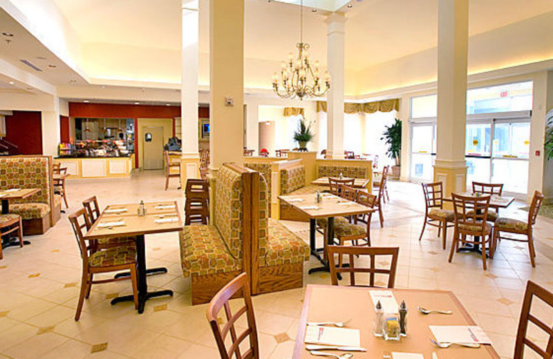 Dining tables at Hilton Garden Inn Outer Banks.