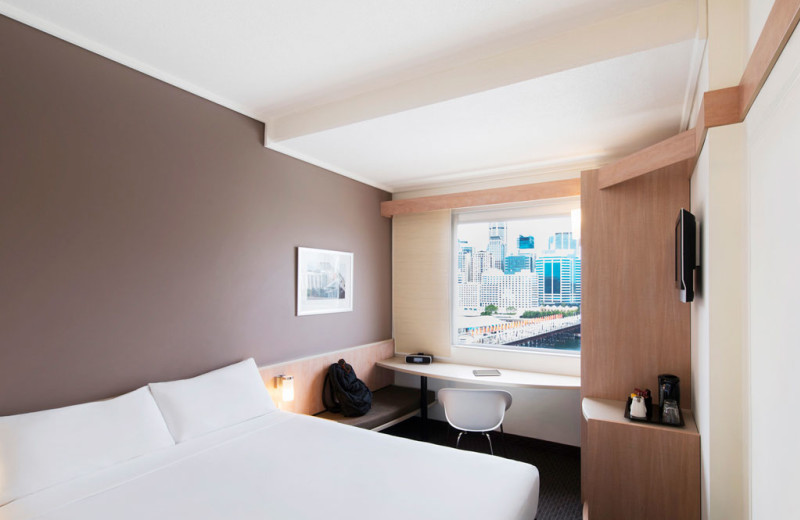 Guest room at Ibis Hotel Darling Harbour.