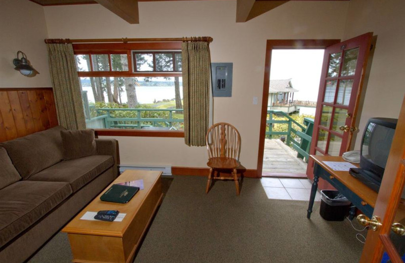 Guest living room at April Point Lodge and Fishing Resort.