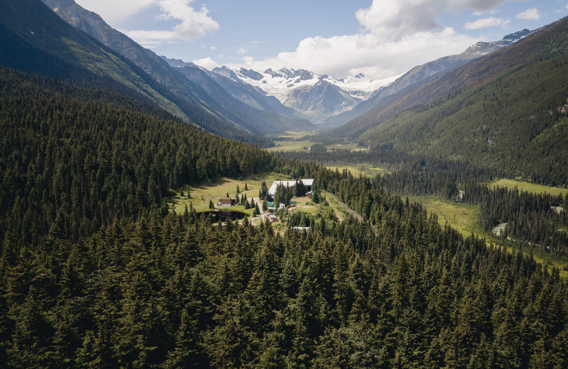 Aerial view of Cariboos Lodge.