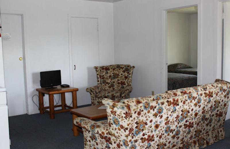 Living room at Kentucky Beach Resort.