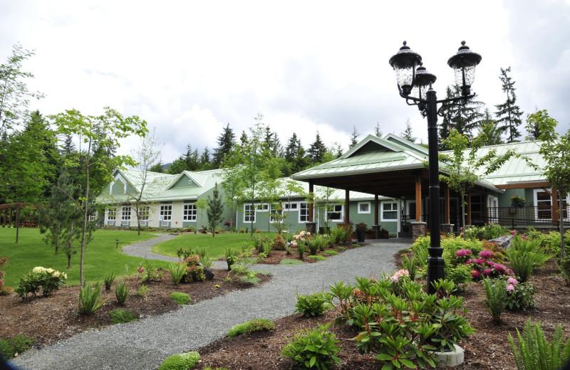 Exterior view of Honeymoon Bay Lodge & Retreat.