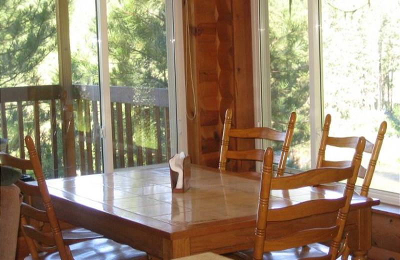 Cabin dining table at Idaho Cabin Keepers.