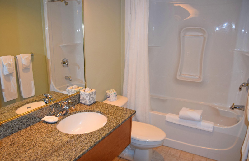 Guest bathroom at Stone Gate Inn.