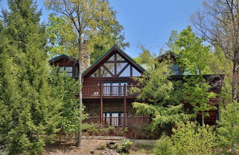 Exterior view of Eden Crest Vacation Rentals, Inc. - Black Bear Hideaway.