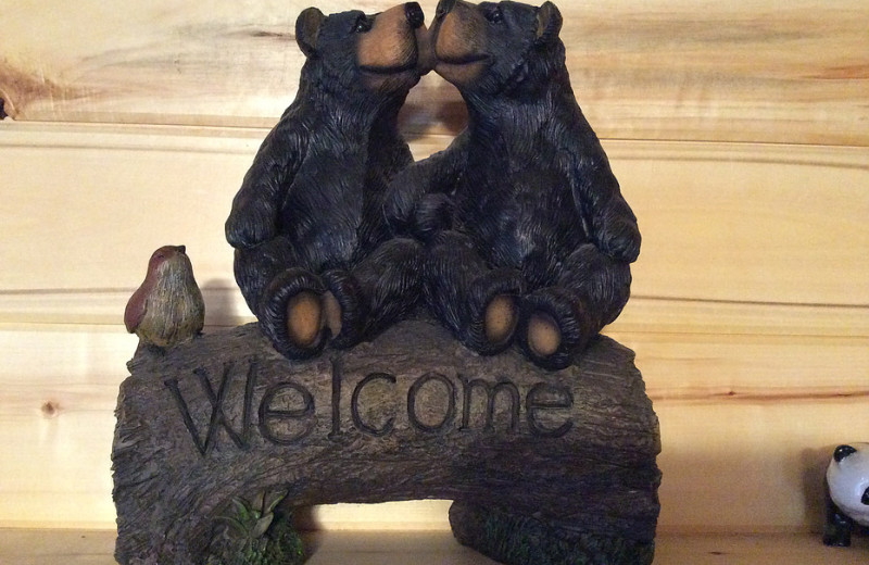 Bear welcome sign at Bear Paw Lodge.