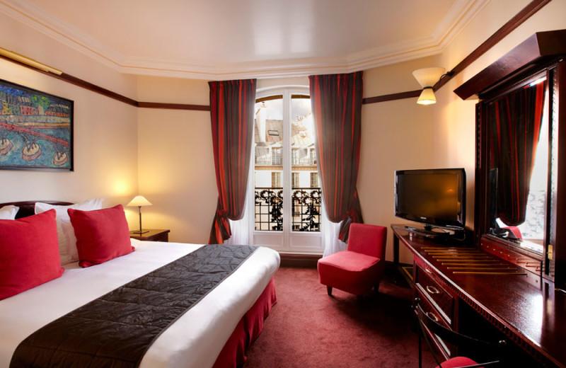 Guest room at Hotel Pont Royal.