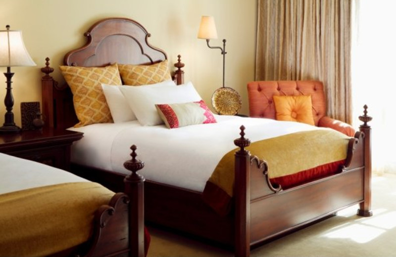 Deluxe Guest Rooms at Montelucia Resort